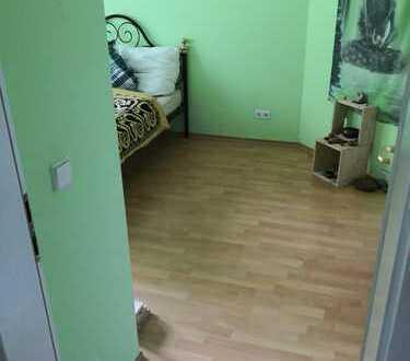 2er WG Zimmer, ruhig, grün, hell mit Balkon