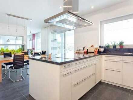 Alles Neu - hochwertige Wohnung mit Terrasse und Garten!