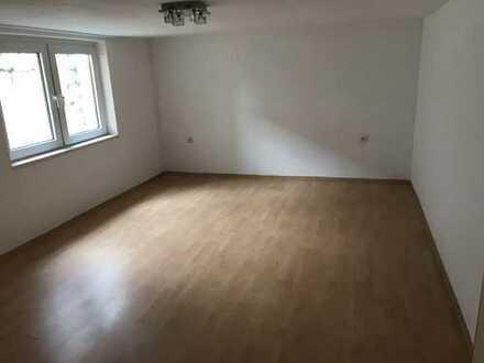 Günstige, sanierte 2-Zimmer-Wohnung mit EBK in Klettenberg, Köln