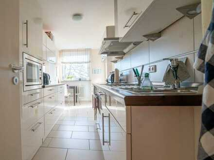 Charmante 4-Zimmer-Wohnung mit Südbalkon und schöner Einbauküche im Münchner Norden