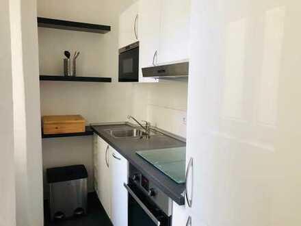 Moblierte 2-Zimmer-Hochparterre-Wohnung mit Einbauküche in Prenzlauer Berg, Berlin
