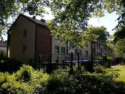 Alles neu! Moderne, vollständig renovierte 4-Zi.-Obergeschosswohnung mit Balkon in grüner Wohnlage