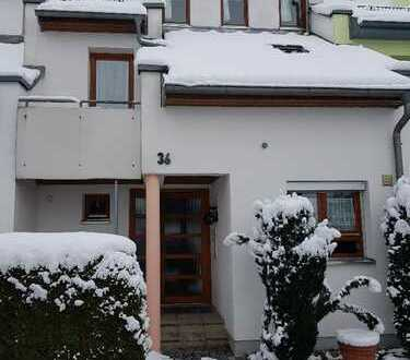 Schönes, geräumiges Haus mit 4 Zimmern, 2 Balkonen, Wintergarten, und Garten in Ulm, Gögglingen