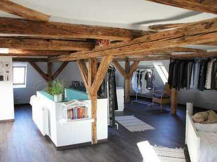 Stilvolle, geräumige und modernisierte 2,5-Zimmer-DG-Maisonette-Wohnung in Stuttgart-Süd