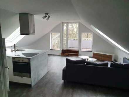 Stilvolle, neuwertige 2-Zimmer-Dachgeschosswohnung mit Balkon und EBK in Ludwigshafen