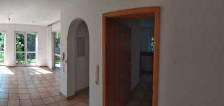Gepflegte Souterrainwohnung mit zwei Zimmern sowie Terrasse und EBK in Goldbach