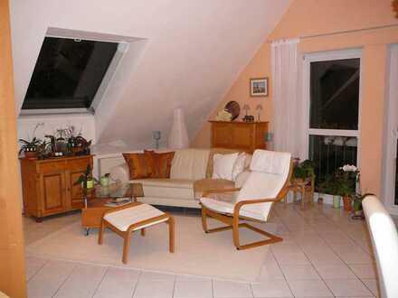 Gemütliche 2-Zimmer-DG-Wohnung mit Einbauküche
