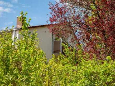 Attraktive - 2 Zi.- DG - Wohnung in Halbhöhenlage mit Garage