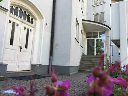 TOP Lage - Renovierte 2-Raum Dachgeschoss-Wohnung   EBK möglich