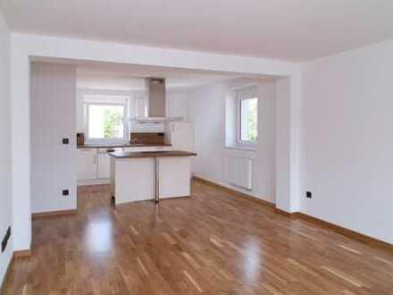 Exklusive, neuwertige 2-Zimmer-Wohnung mit Balkon und Einbauküche in Augsburg