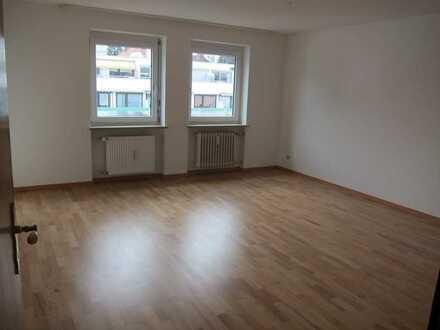 Freundliche 3,5-Zimmer-Wohnung mit Balkon und EBK in Kempten (Allgäu) - Haubenschloß