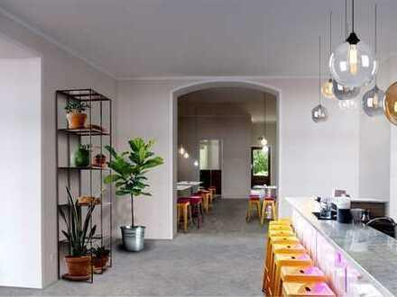 Gewerbe für Café, Deli etc: mit 5 m Schaufensterfront, hohen Decken und 2 Gäste-WCs - bezugsfrei!