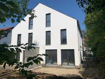 Schöne, helle und großzügige Doppelhaushälfte in Germering, Harthaus.