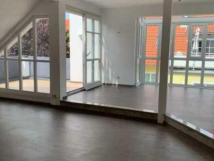Traumhafte 3-Zimmer-Dachgeschosswohnung mit EBK in ruhiger, zentraler Lage