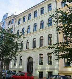Schöne 2 Zi-Wohnung mit Balkon, Laminat, Gäste-WC und Wannenbad im Charlottenviertel