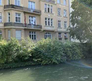 Das Eisbach-Juwel-4-Zimmer- Altbauwohnung mit Garten im besten Lehel