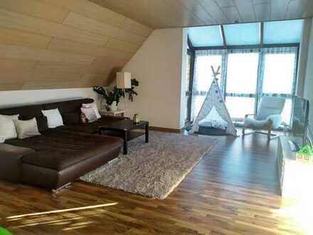 3-Zimmer-Dachgeschosswohnung mit Balkon und Einbauküche in Welden