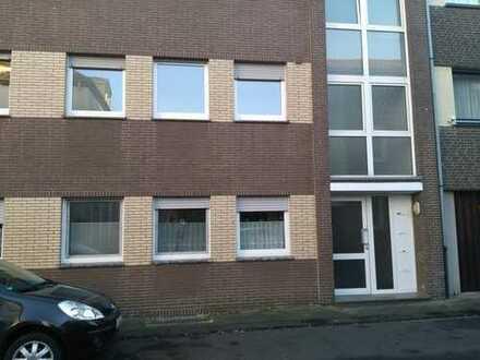 Moderne drei Zimmer Wohnung in ruhiger Seitenstraße