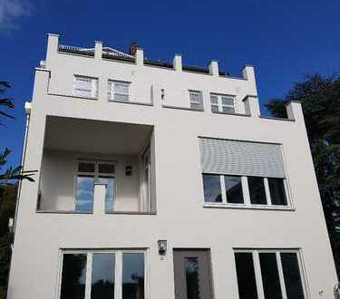 Großzügige fünf Zimmer-Wohnung mit Garten in Altbauvilla, Kronberg im Taunus