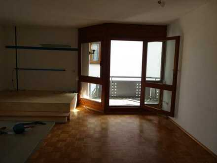Stilvolle, geräumige 1-Zimmer-Wohnung mit Balkon und EBK in Nagold