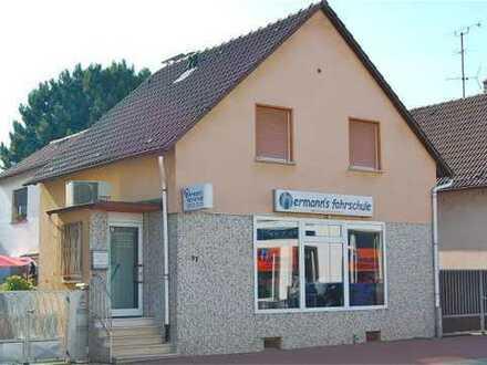 Zentral gelegenes Hinterhaus mit drei Zimmern, EBK und Aussenbereich in Bad Vilbel