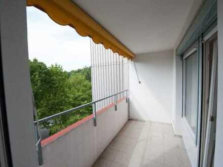 Helle 3,5-Zimmer-Wohnung mit Balkon und EBK in Sieglitzhofer Straße, Erlangen