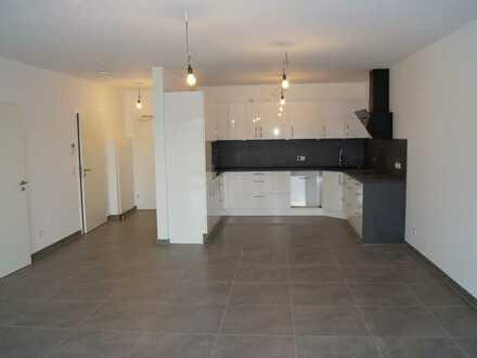 Erstbezug und seniorengerecht: Ansprechende 2-Zimmer-Wohnung mit Einbauküche und Balkon in Nastätten