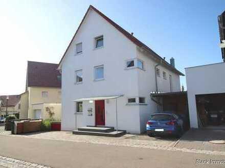 Wieder da! Einfamilienhaus mit Dachwohnung, Stellplätzen und ruhiger Lage - in Ulm / Böfingen!