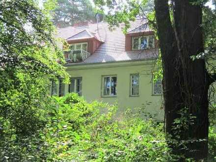 ***Naturbezug in direkter City-Nähe: attraktive Dachgeschosswohnung im grünen Nikolassee***