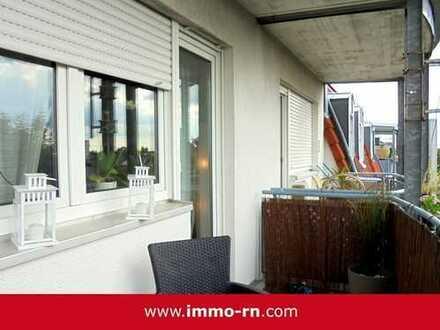 *** Attraktive und gut vermietete Kapitalanlage: 3 ZKB Wohnung mit Balkon und 2 Stellplätzen ***