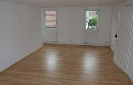 Helle, neu renovierte 4 Zimmer Wohnung, 2.OG
