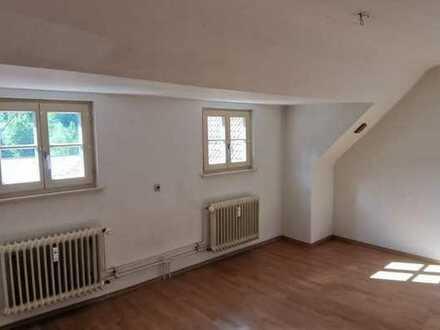 Vollständig renovierte 2-Raum-Dachgeschosswohnung mit Einbauküche in Bad Wildbad
