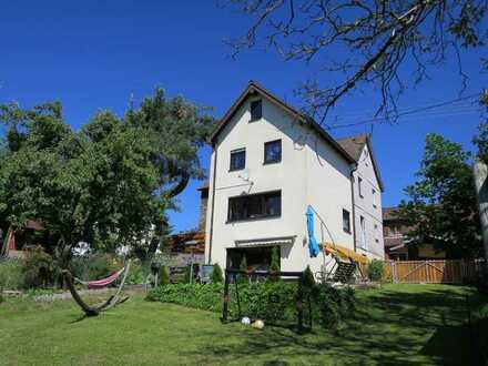 Gemütliches Wohnhaus (DHH) mit tollem Grundstück in ruhiger Lage