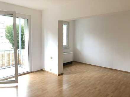 *Zwei Zimmer mit Balkon*