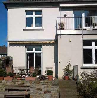 Gepflegte 2-Zimmer-Dachgeschosswohnung mit Balkon und Einbauküche in Hattingen