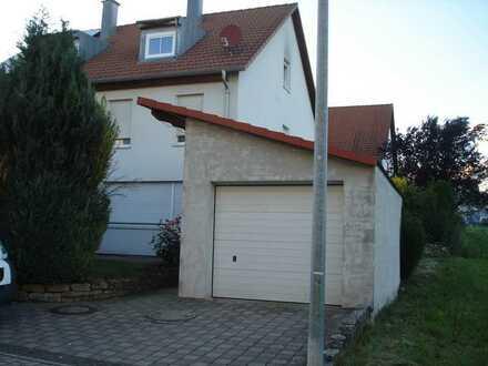 Helle Doppelhaushälfte in ruhiger Lage in Böblingen (Kreis), Jettingen