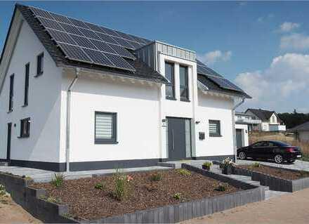 Einfamilienhaus+Garage , ca. 129m2 Wfl., 649m2 Grundstück(auch als Premium Mietkaufvariante möglich)