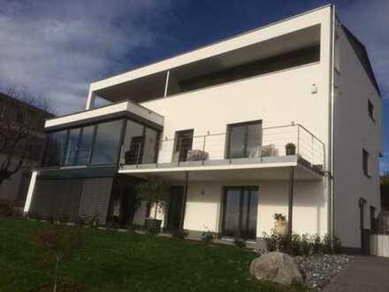 Exklusive, neuwertige 3-Zimmer-Wohnung mit Terrasse, Teil-See- u. Alpensicht (auf Wunsch möbiliert)