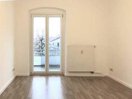 Frisch sanierte, ruhige 2-Zimmer-Wohnung, 3.OG in Berlin-Weißensee, Balkon, Laminat