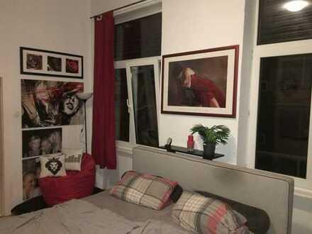 **40cm² Zimmer in schöner 5er WG**