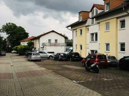 Modernisierte Wohnung mit drei Zimmern sowie Balkon und Einbauküche in Alzey