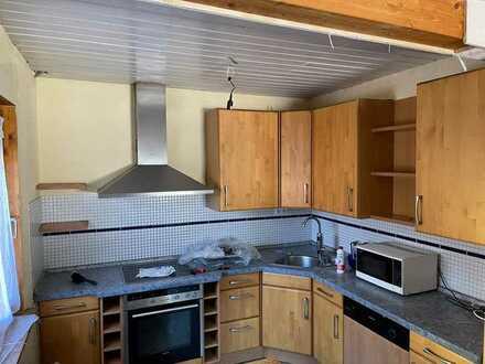 Freundliche 5-Raum-Wohnung mit EBK und Balkon/Terrasse in Engelsbrand