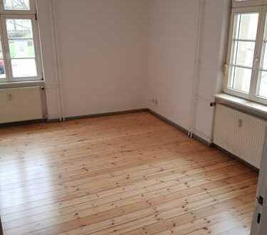 Wunderschöne 2-Zimmer-Whg. im Erdgeschoss - Park/Klinikum gegenüber!!