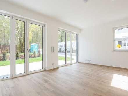 MAIER - Neubau: Familienfreundliches REH, Terrasse, Garten, überdachter Carport und 2 Dachterrassen