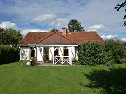 lichtdurchflutetes ruhiges geschmackvolles Haus mit vier Zimmern in Segeberg (Kreis), Neuengörs