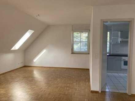 Moderne Dachgeschosswohnung mit Fußbodenheizung und Terrasse in Berlin-Kaulsdorf