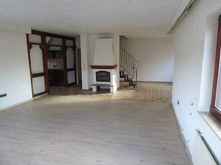 Sehr großzügige 2-ZKB-Wohnung mit offenem Kamin, 2 Bädern, renoviert