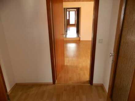 Gepflegte 5-Zimmer-Wohnung mit Balkon und EBK in Weil im Schönbuch