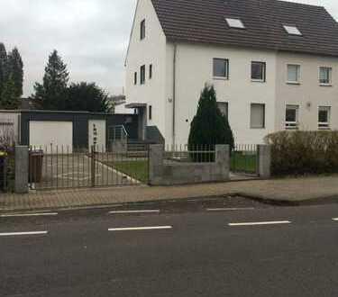 Schönes gepflegtes Haus mit fünf Zimmern in Köln, Flittard
