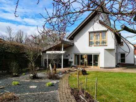 Provisionsfrei! Neuwertiges Einfamilienhaus mit großem Garten